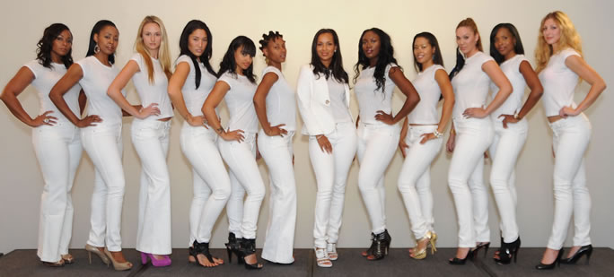 Thousands of Curvy Women in Los Angeles Come Out for The PZI Jeans ...